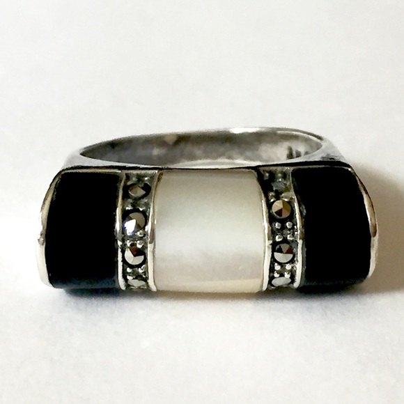 Vintage Jewelry - Marcasite onyx MOP Sterling silver ring 925